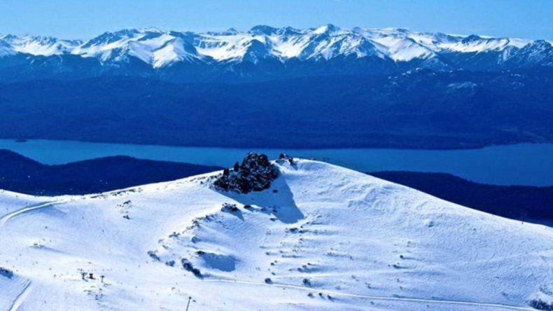 Cerro Catedral: un esquiador herido tras ser atropellado por una moto de nieve