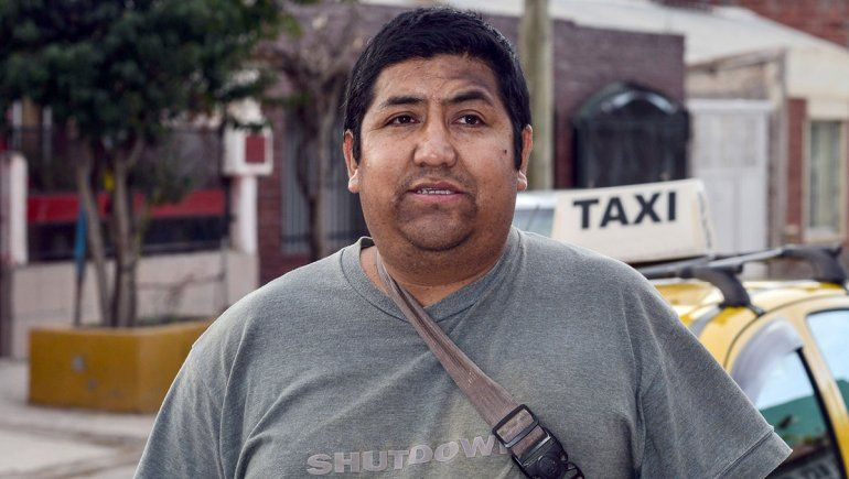 Pese a su discapacidad, logró obtener la licencia profesional para manejar un taxi