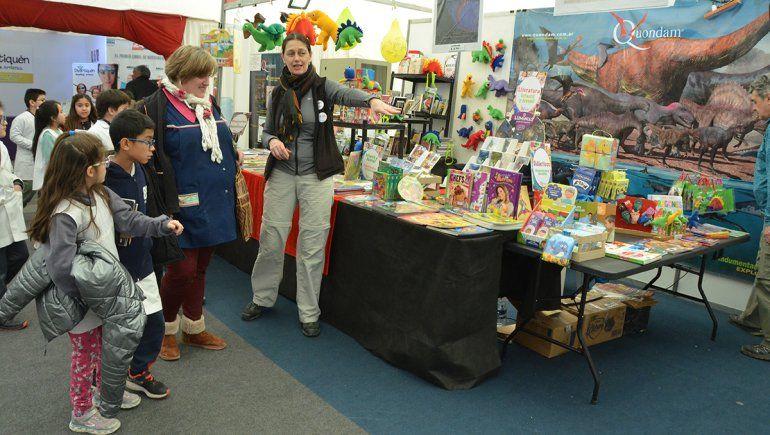 Los colegios copan la Feria del Libro