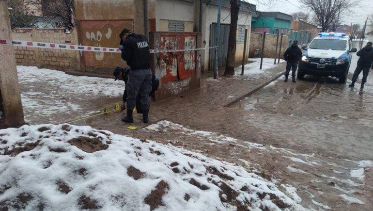 Un policía fue baleado con una tumbera en Cutral Co