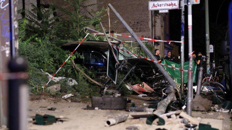 Un Porsche se subió a la vereda y mató a cuatro personas