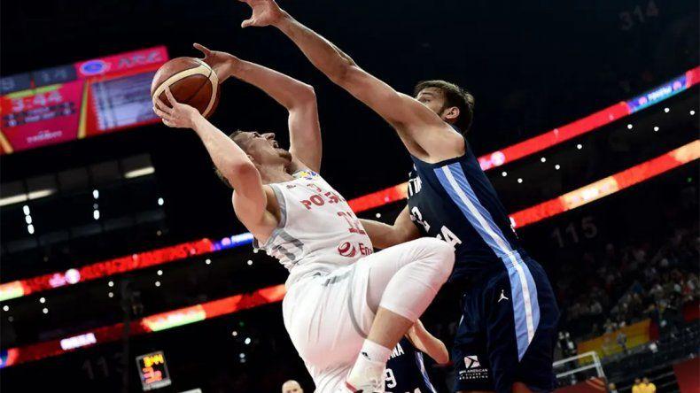Argentina derrotó a Polonia y se quedó con el primer puesto en su grupo
