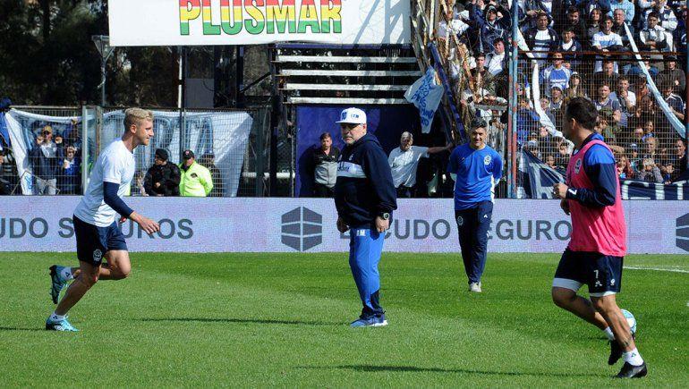 Maradona hace su debut en Gimnasia ante Racing