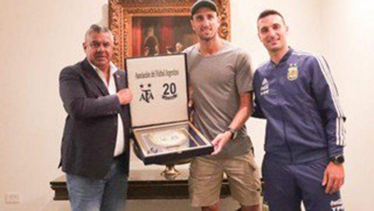 Manu Ginóbili visitó la concentración del plantel de la Selección Argentina