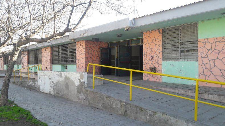 Alumnos de la EPET 6 reclaman la separación de un docente denunciado por abuso sexual