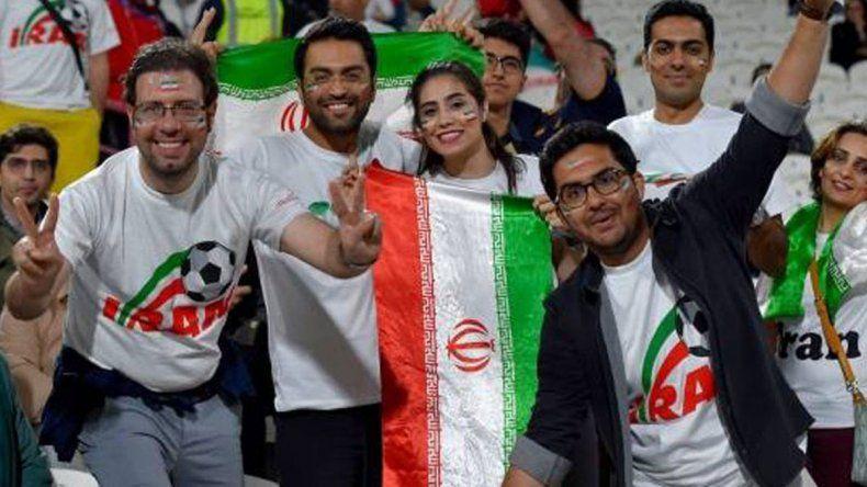 Irán: no la dejaron entrar a la cancha y se prendió fuego a lo bonzo