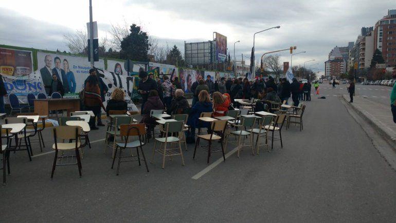Por la crisis, la UNCo llevó la sesión del Consejo Superior a la calle