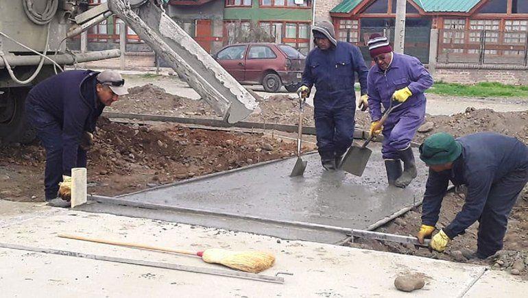 Las Lajas: construyen bicisenda en los barrios