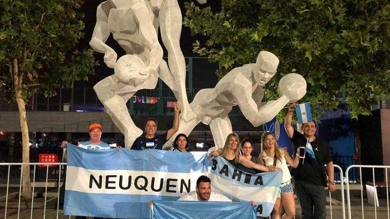 La locura de los neuquinos que viajaron al Mundial y se alojan en el hotel de la Selección