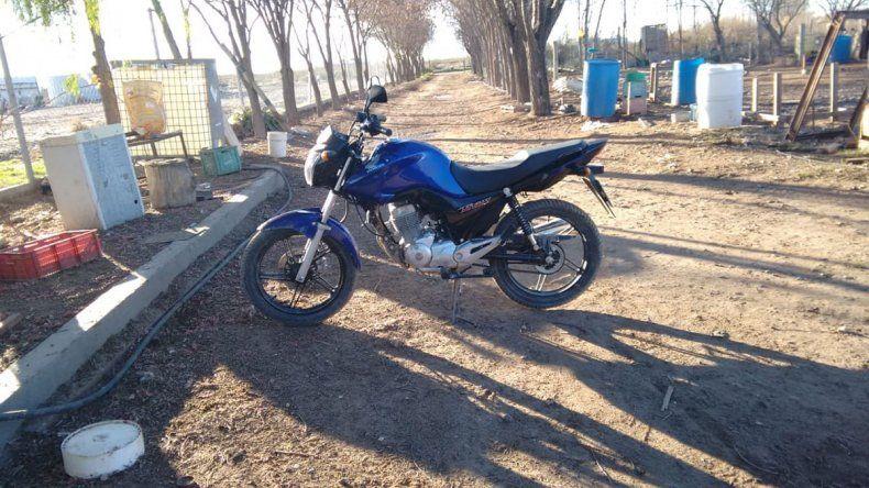 Regresaba a su casa en la moto y lo chocaron desde atrás para robarsela