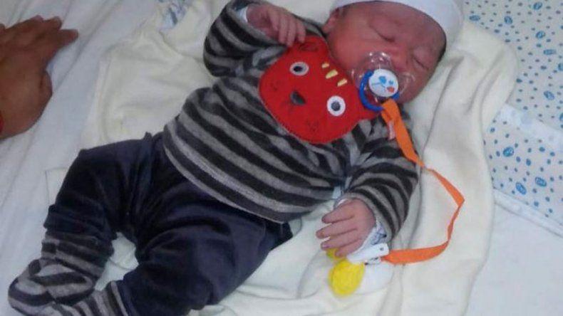 El colectivo que voló para que naciera un bebé