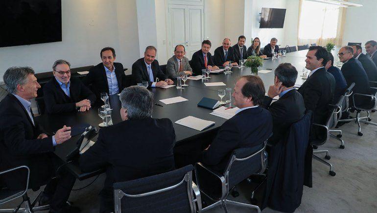 Macri recibió a las operadoras en medio del debate por el barril congelado