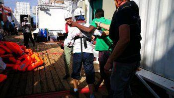 italia accedio  al desembarco  de 82 migrantes
