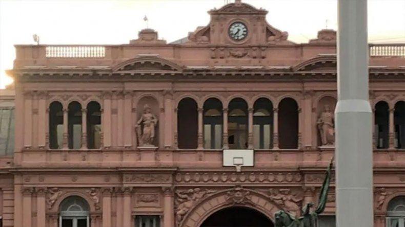 El Gobierno colgó un aro de básquet en Casa Rosada para homenajear a la Selección