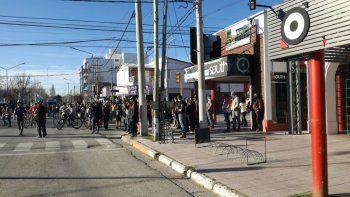 incidentes en plottier: grupo de vecinos destruyo un local