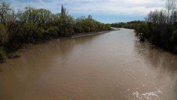 el rio neuquen va a seguir turbio por al menos 45 dias mas
