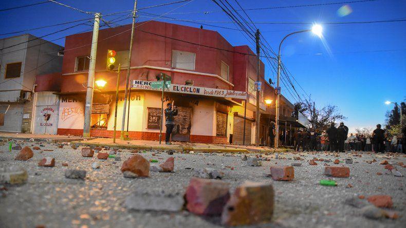 El padre del dueño de la carnicería contó que tras los destrozos amenazaron a su familia