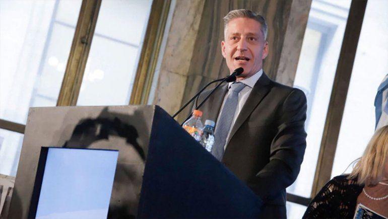 Arcioni decretó duelo provincial y le reclamó los fondos prometidos a Nación para pagar los sueldos