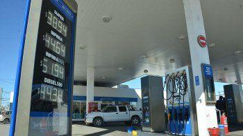 El precio de la nafta sube atado al barril criollo que viene