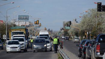 semaforos de la ruta 22 dejaron de funcionar y se genero un caos