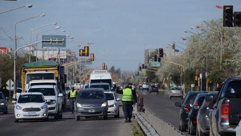 Los semáforos de la Ruta 22 dejaron de funcionar y generaron un caos