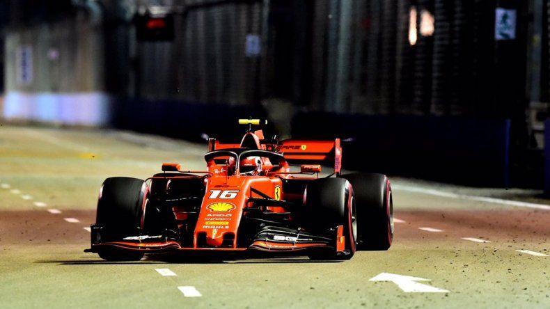 Charles Leclerc fue el más veloz de la noche de Singapur