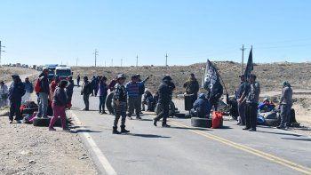 ruta 22: por el piquete en zapala, empresas de transporte suspenden los servicios