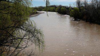 piden hervir el agua por la turbidez del rio neuquen