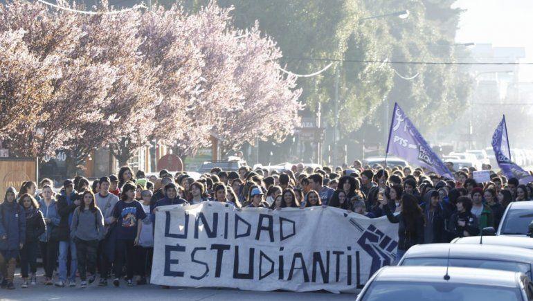 Estudiantes marchan contra el aumento del boleto en San Martín de los Andes