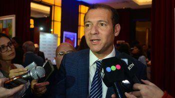 gutierrez: se resuelve con democracia, no con un golpe