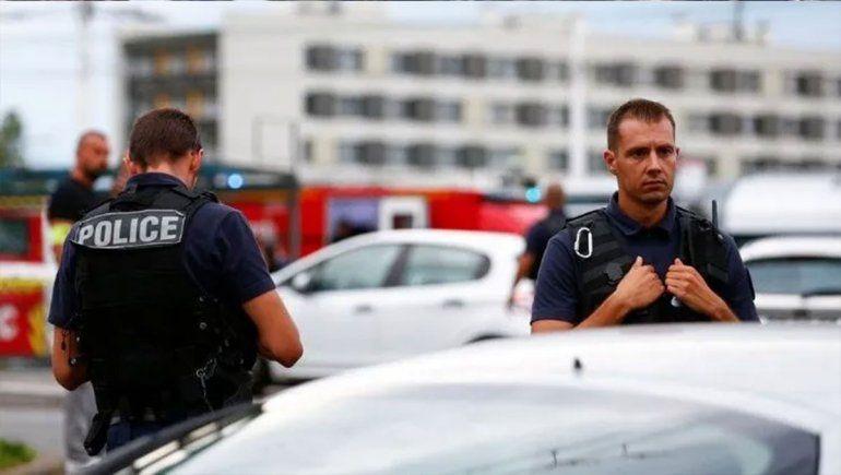 Ataque a puñaladas en París: murieron cuatro policías