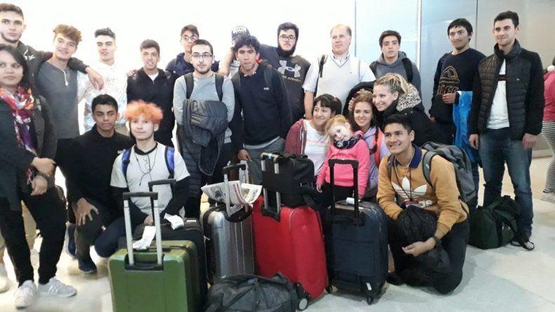 Alumnos de la EPET 14 se tuvieron que volver antes de las olimpiadas por el paro de pilotos
