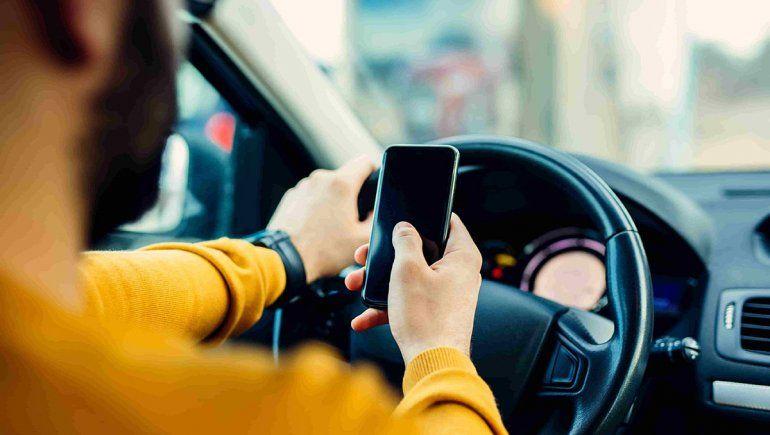 El celular es el mayor peligro al volante, según los neuquinos