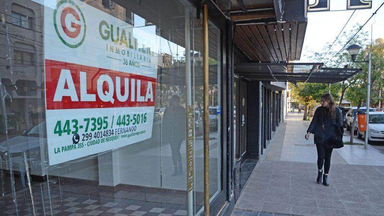 Por la caída del consumo, hay 300 locales comerciales vacíos