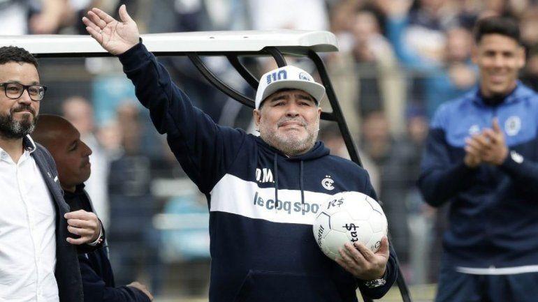 ¿Por qué Maradona podría dirigir este domingo su último partido en Gimnasia?