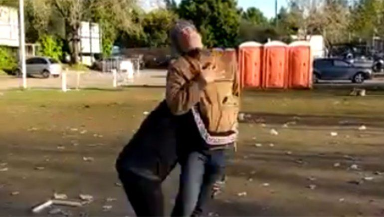 Indignante video: rugbiers que festejaban un campeonato golpearon a un hombre indefenso