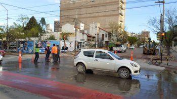 epas: cortan calle salta para reparar un cano roto