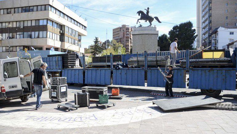 Qué calles están cortadas y cómo son los preparativos en el Monumento por la llegada de Macri