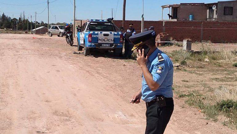 Plaza Huincul: una cabo de la policía asesinó a su pareja de un tiro en el cuello