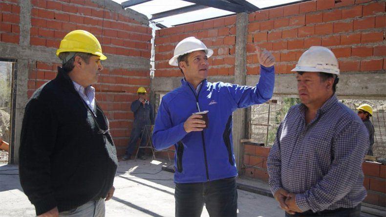 Omar Gutiérrez recorrió obras en Chos Malal