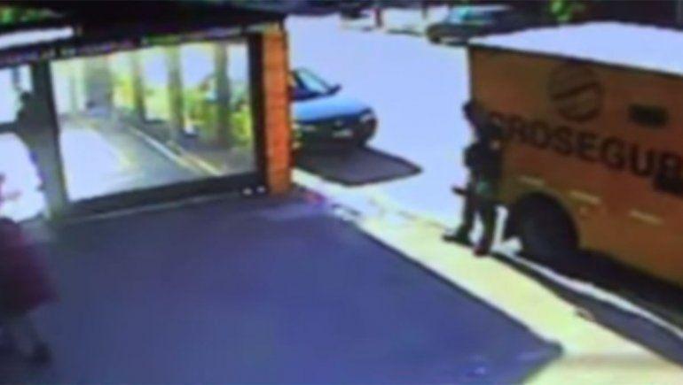 Video: así fue el golpe millonario a un camión de caudales