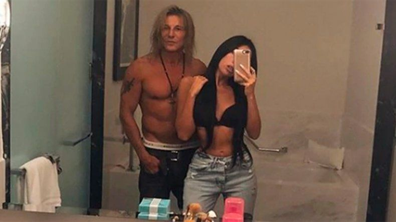 Caniggia peló lomo a los 52 años, junto a su novia Sofía Bonelli