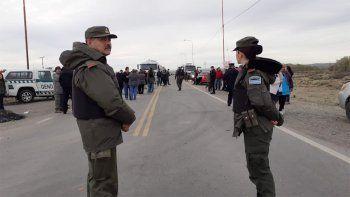 crimen de luciano: gendarmeria llego la comarca y vecinos levantaran el corte