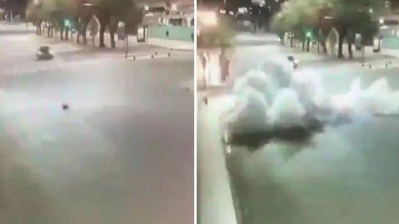 Motochorros tiraron una bomba para huir de la Policía