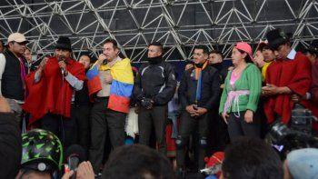 ecuador: secuestran a 8 policias por las muertes de indigenas