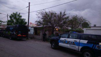 secuestran 60 dosis de cocaina, mas de $100 mil y demoran a tres hombres en villa maria
