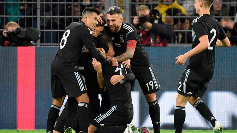 El neuquino Acuña será titular ante Ecuador; hora, TV y formaciones