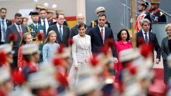 espana: abuchearon al presidente en el desfile por el dia nacional