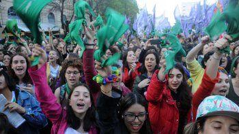 miles de panuelos verdes reclamaron por el aborto legal