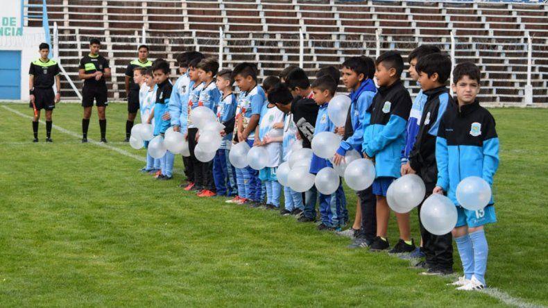 Emocionante: el homenaje de los pibitos de Alianza al nene asesinado en Cutral Co